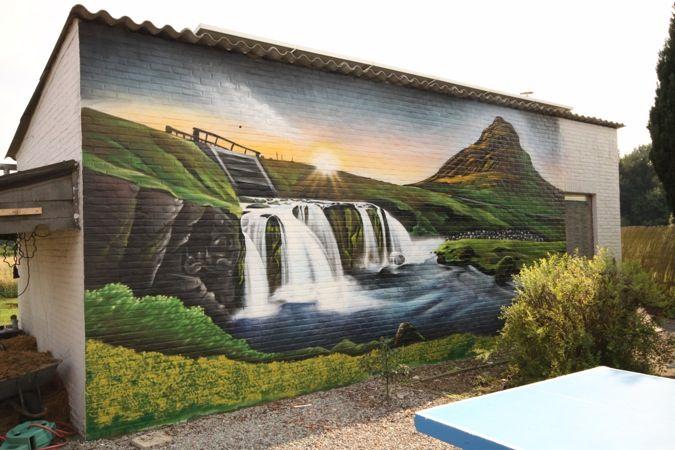 Graffiti muurschildering op een tuinmuur in België. #mural #muralart #murals #color #muurschildering #muurdecoratie #malerei #painting #paintings #wallpainting #wallart #murales #graffitimural #urbanwalls #wallporn #colorful #colors #muralista #muralism #muralisimo