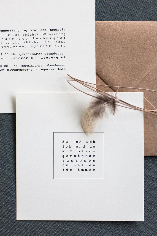 Minimalistisch-Natürliche Einladung mit Feder — Anmut und Sinn | Eventstyling, Dekoverleih, Floristik, Papeterie