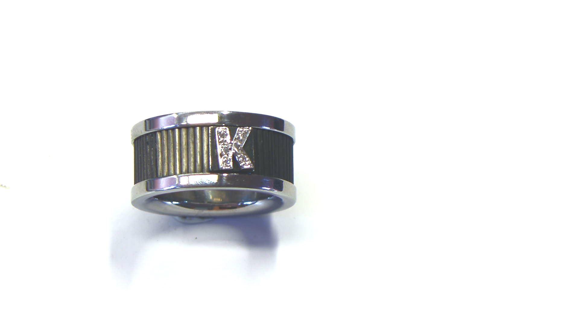 Anillo Acero Oro Carbón . iniciales cuajadas Diamantes