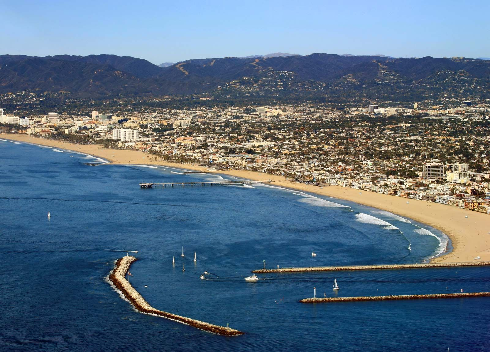 Marina Del Rey Is Clic California A Beach Side Town With Abundant Sunshine And Endless Opportunities For Recreation