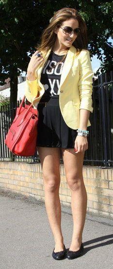 Blazer amarelo claro.