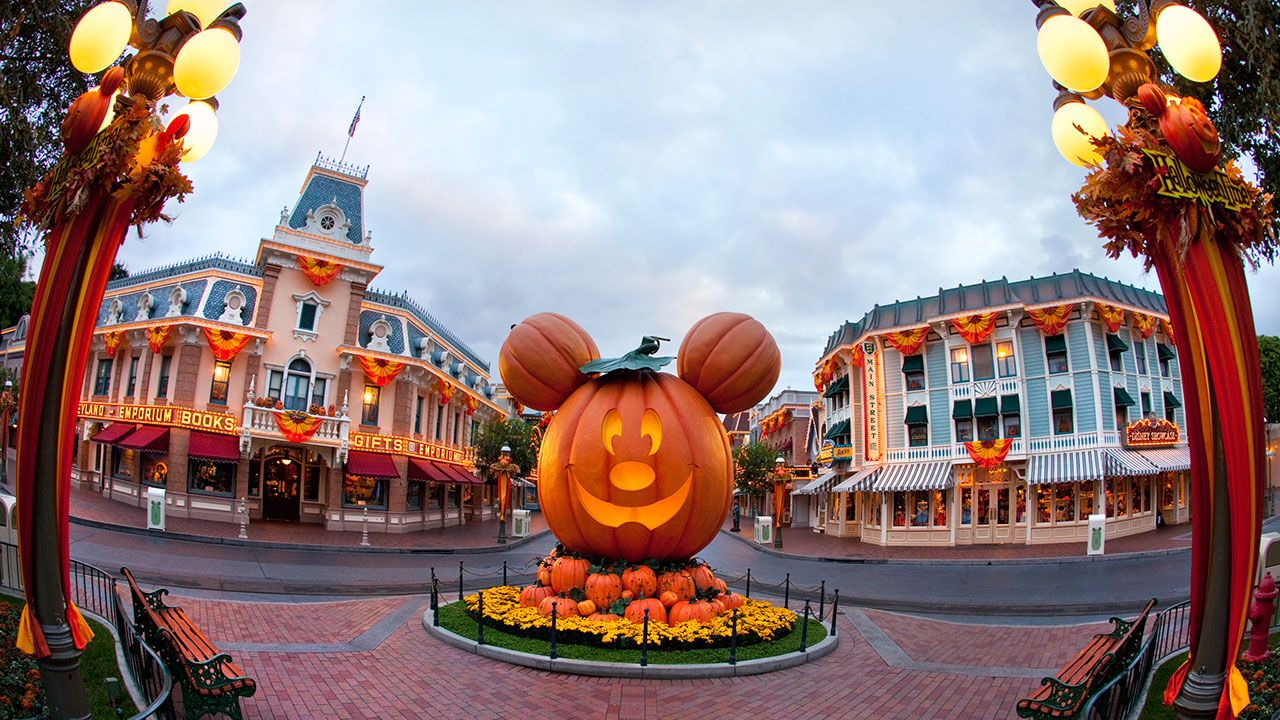 three ways the disneyland app makes mickey's halloween party even