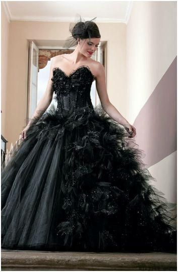 Robe de mariée création Valandry modèle Vendome noir , collection dans la  nouvelle collection catalogue robe de mariage proposée par Espace Mariage.