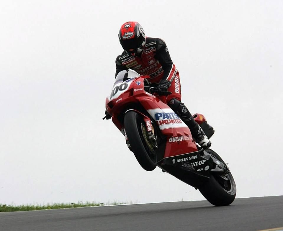 Ducati 999 + Neil Hodgson + AMA Superbike = BULLISMO.