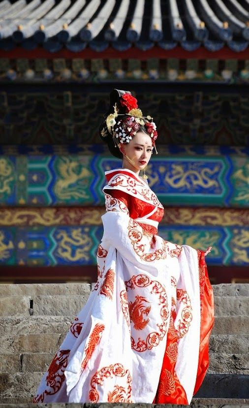 A Cross Dresser - A Chinese man in a traditional Chinese female costume.   crossdressing b8f95b7ae