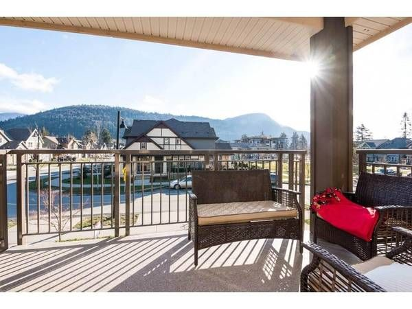 3 Bed + Den - - Large Townhome | Renting a house, Large ...