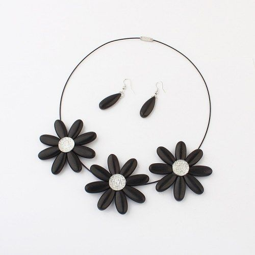 Black Sweet Flower Necklace - Online Shopping for Necklaces by Shimarra