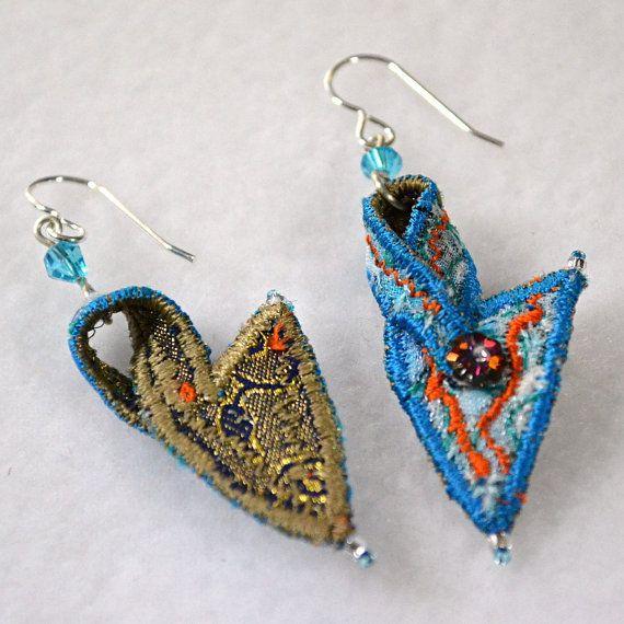 Brincos de têxteis em azul e laranja por WaiYuk no Etsy