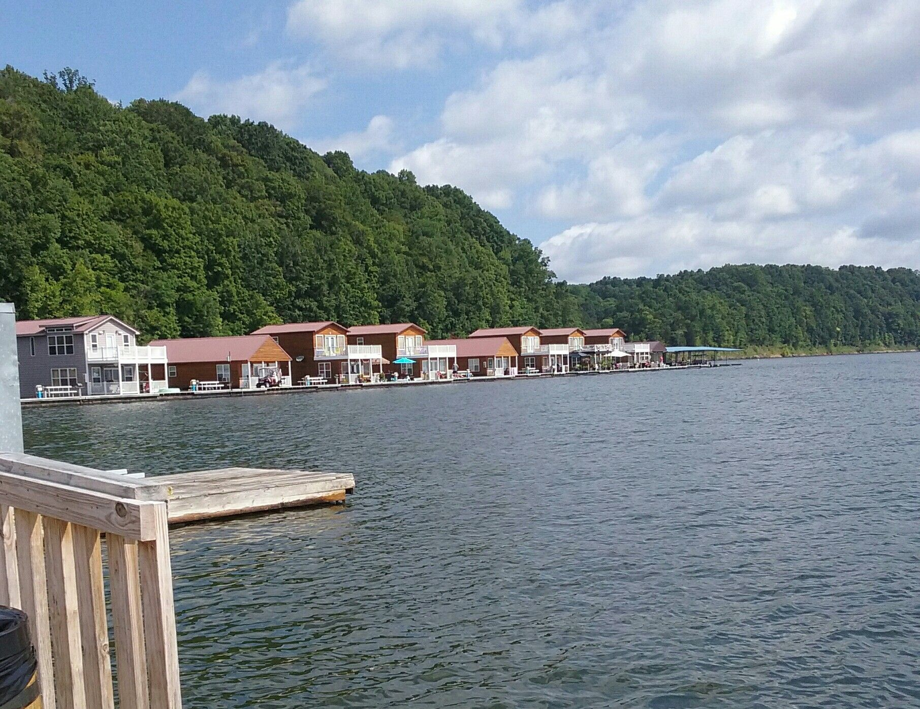 The floating cabins at green river lake | Green river ...