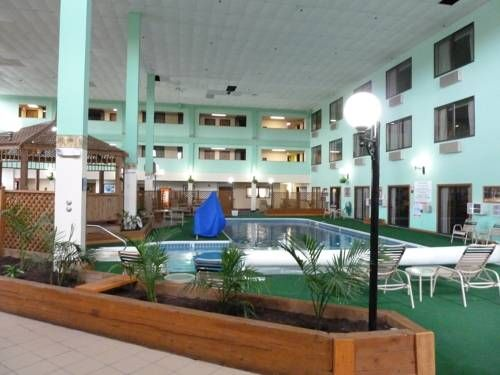 Katahdin Inn Suites Millinocket Maine Located 20 Miles From Baxter State Park This Hotel Boasts An Indoor Pool And Hot Tub As Well