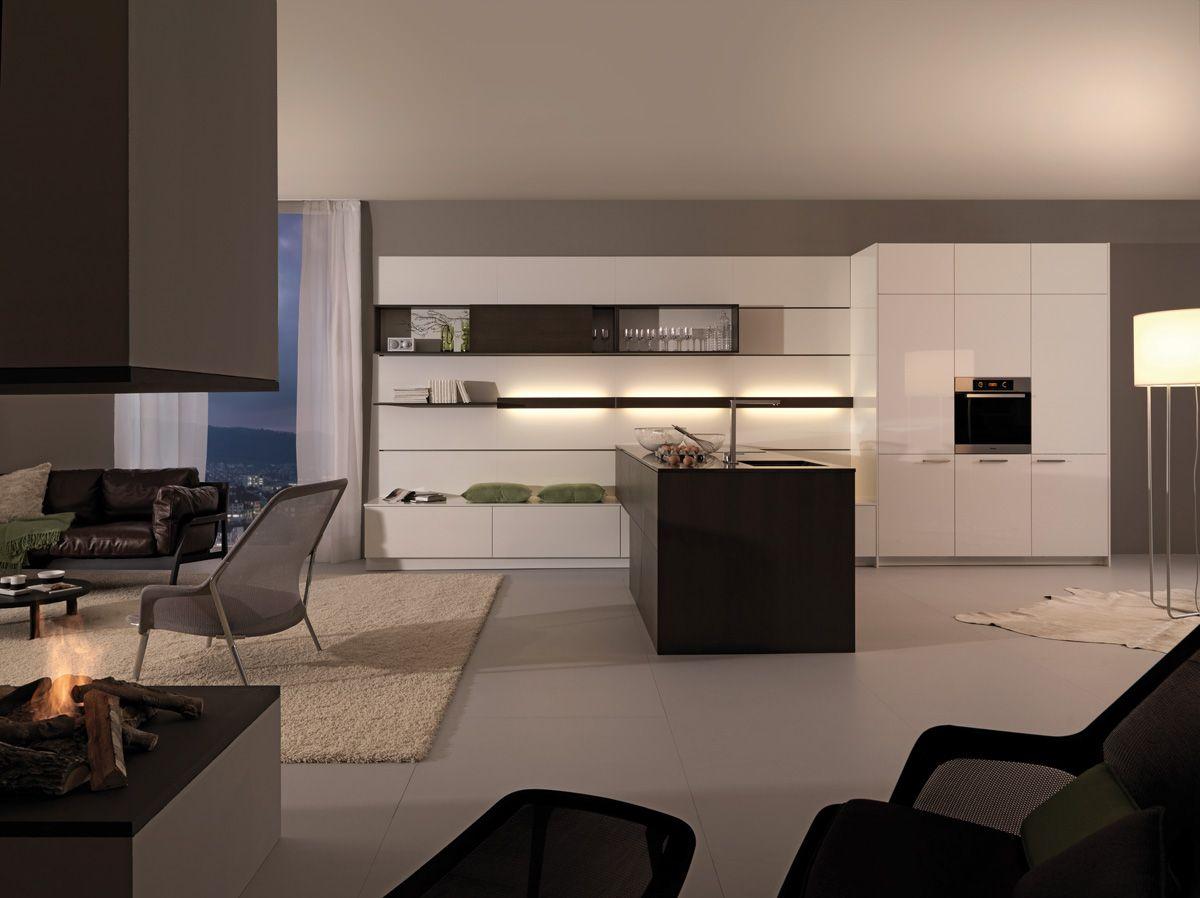 Wildhagen moderne hoogglansen greeploze keuken met kastenwand
