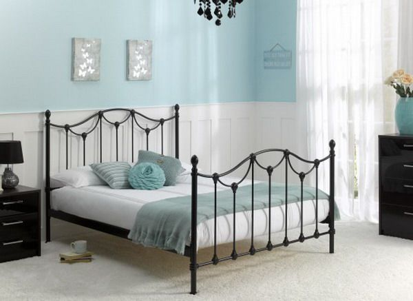 Best Black Bed Frame With Light Dusty Blue Accents Logeerkamer 640 x 480