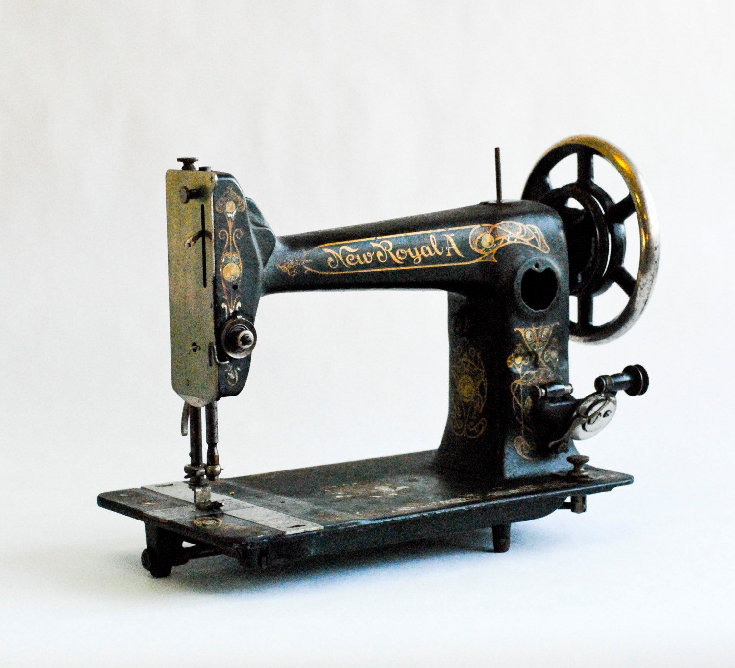 antique old vintage sewing machine for interior design 1896 new royal a treadle sewing machine. Black Bedroom Furniture Sets. Home Design Ideas