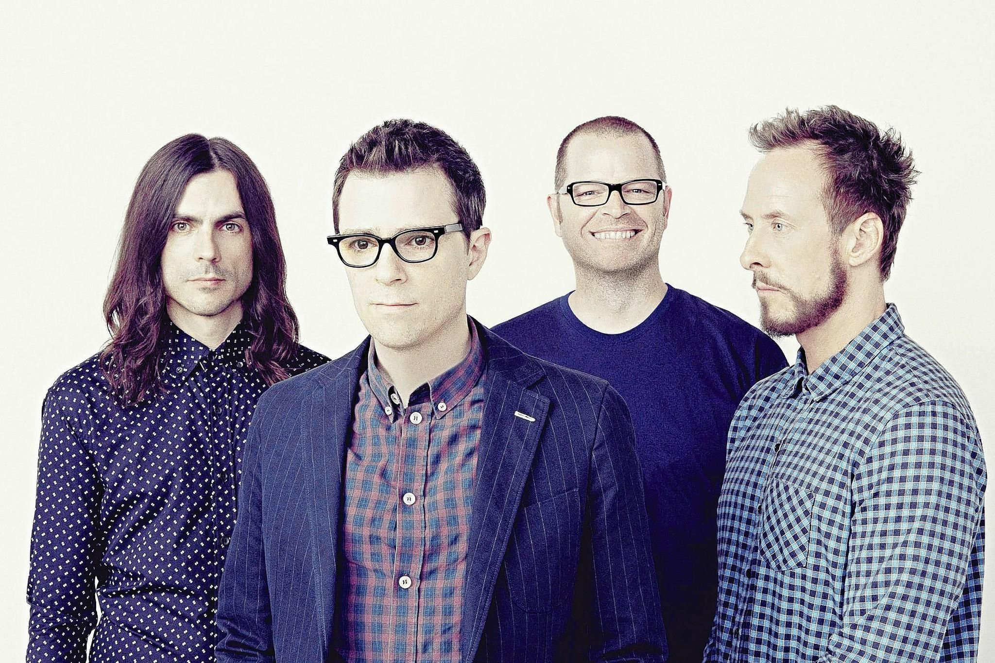 Weezer is an American rock band formed in Los Angeles in 1992 consisting of Rivers Cuomo (lead vocals, lead guitar), Patrick Wilson (drums), Brian Bell (rhythm guitar, backing vocals, keyboards), and Scott Shriner (bass, backing vocals).Weezer is an American rock band formed in Los Angeles in 1992 consisting of Rivers Cuomo (lead vocals, lead guitar), Patrick Wilson (drums), Brian Bell (rhythm guitar, backing vocals, keyboards), and Scott Shriner (bass, backing vocals).