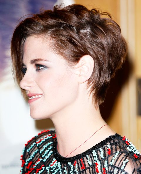 How To Get Kristen Stewart S Smoky Makeup And Hair Kristen Stewart Hair Short Hair Styles Crop Hair