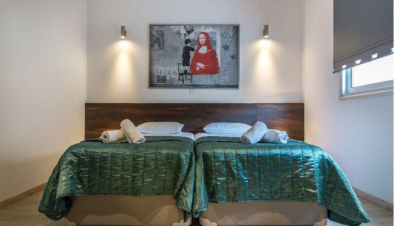 Elektroinstallation schlafzimmer ~ Ihre infrarotheizung im schlafzimmer. Über dem bett an der wand oder