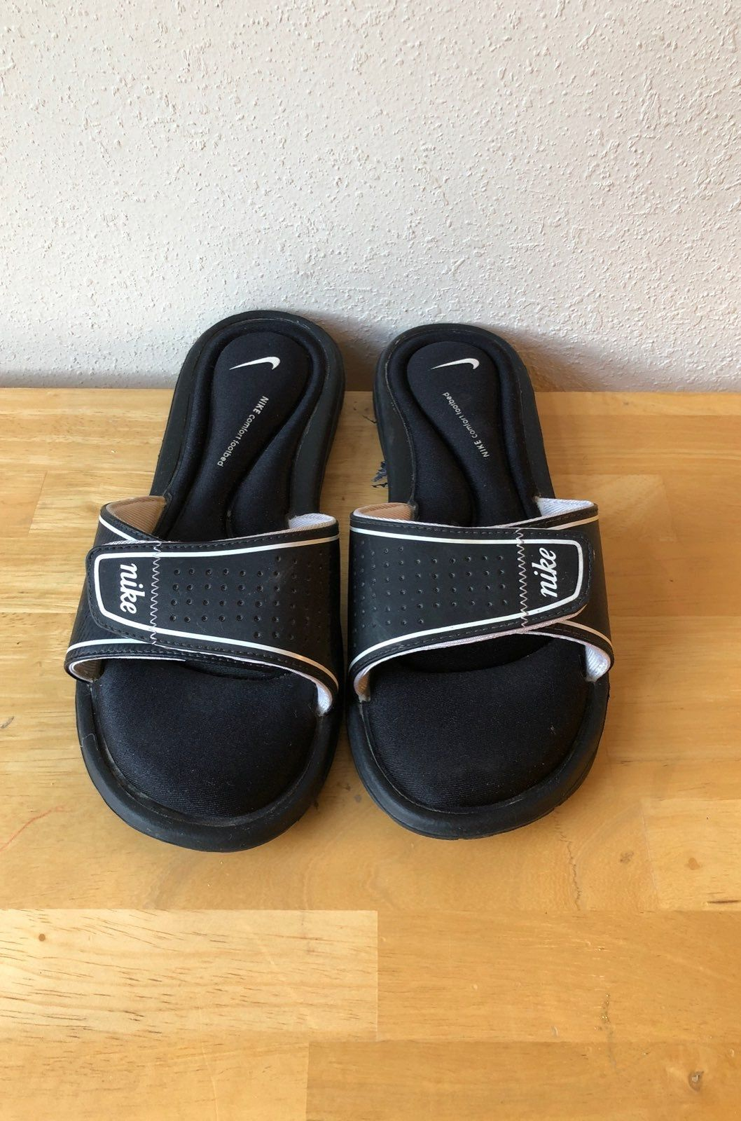 Requisitos Intercambiar Contorno  Women's size 9 Nike comfort footbed sandals. Adjustable Velcro straps. |  Nike sandals, Sandals, Buy womens shoes online