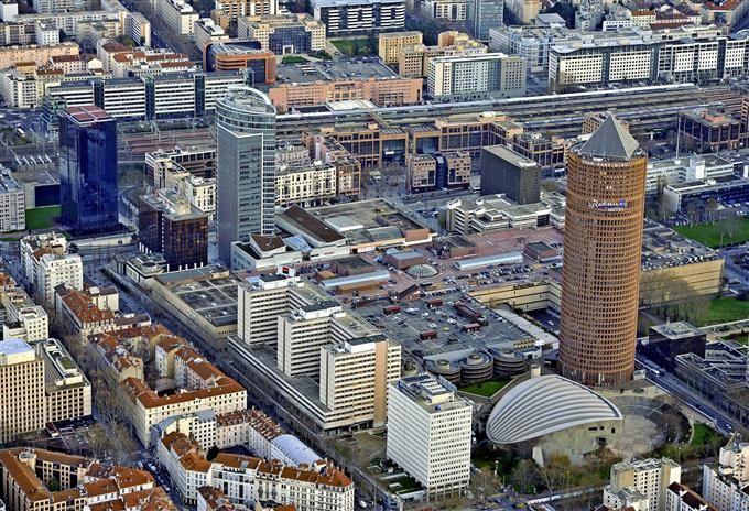 Quartier des affaires de la part dieu m tro b et tramways t1 t3 t4 et rh n - Conforama lyon part dieu ...