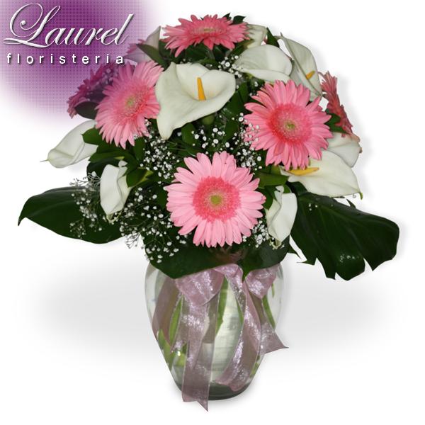 Arreglo Floral En Bouquet Con 10 Alcatraces Gerberas Y