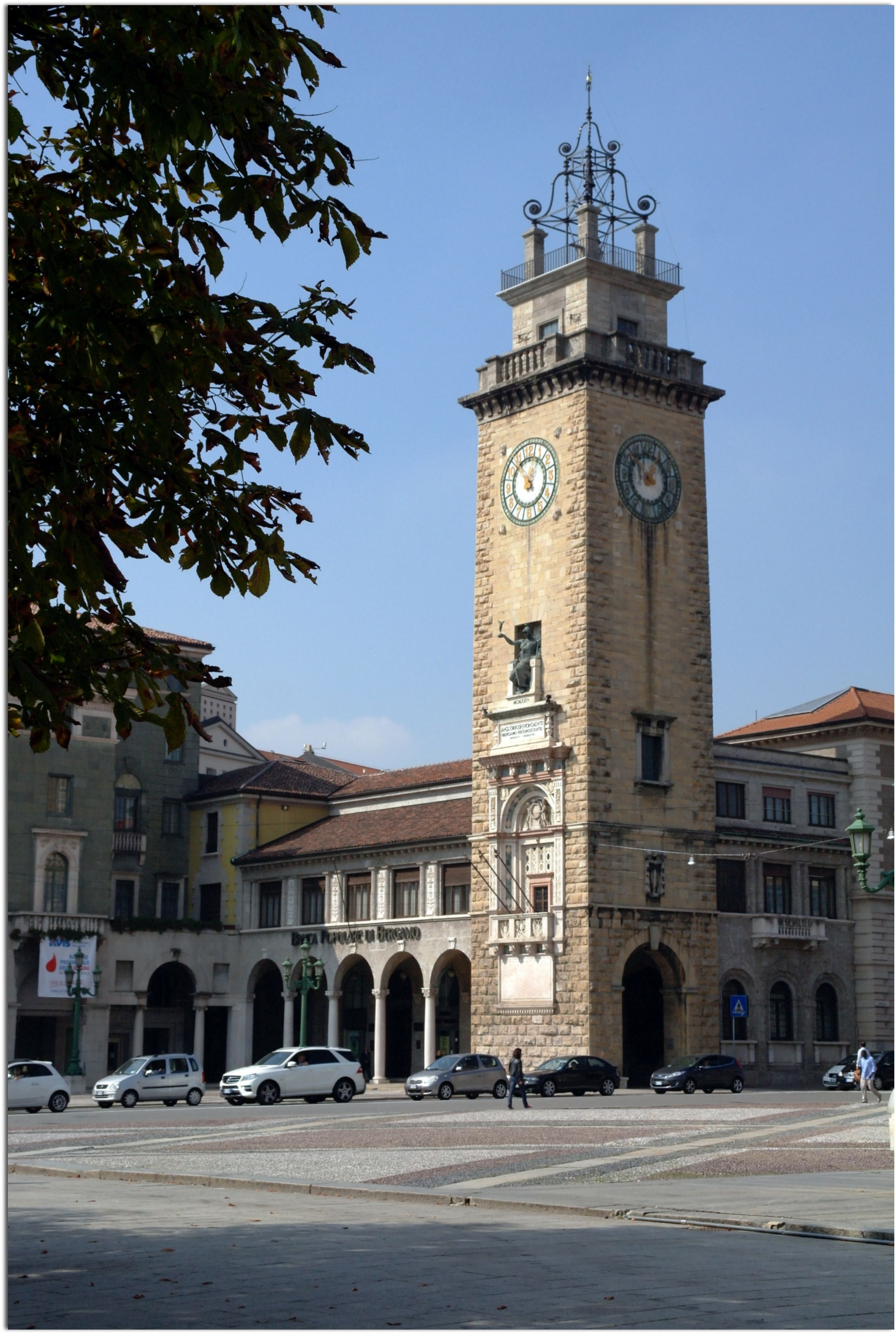 Memorial tower in porta nuova bergamo italy torre for Galleria carrara bergamo