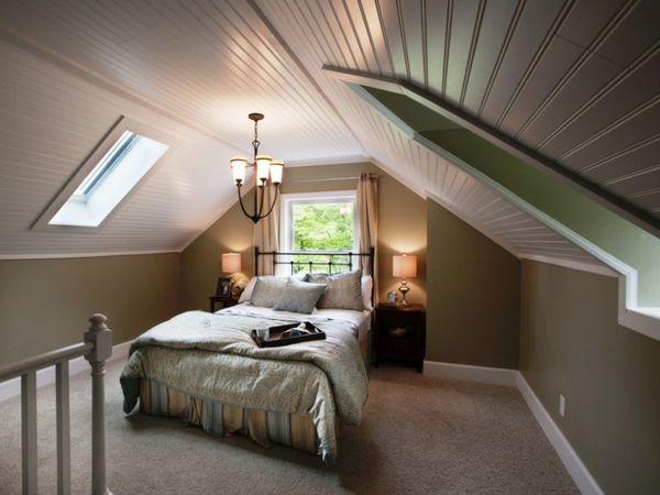 Bequemes Bett Im Schlafzimmer Im Dachgeschoss Bequemes Bett, Dachausbau,  Innendesign, Dachgeschoss, Coole