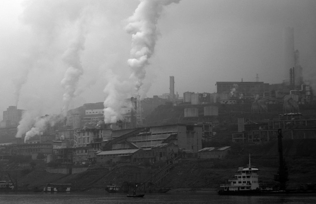 the industrialization issues during the industrial revolution The famine and the irish race : the industrial revolution began in england in the late 18th century and gradually spread across europe during this era.