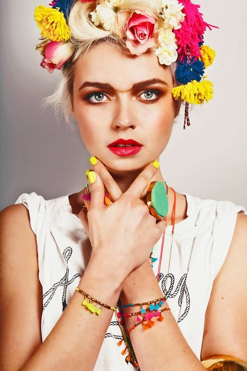 floral crown reminds me of zoey schlacter and frida kahlo