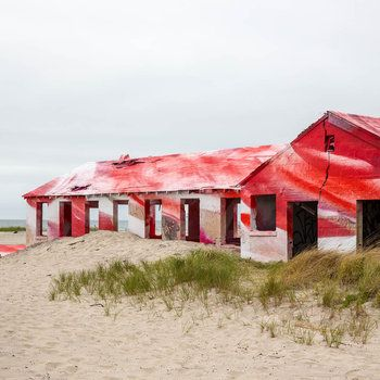 Watch Artist Katharina Grosse Create Her Stunning 'Rockaway!' Installation At Fort Tilden: Gothamist