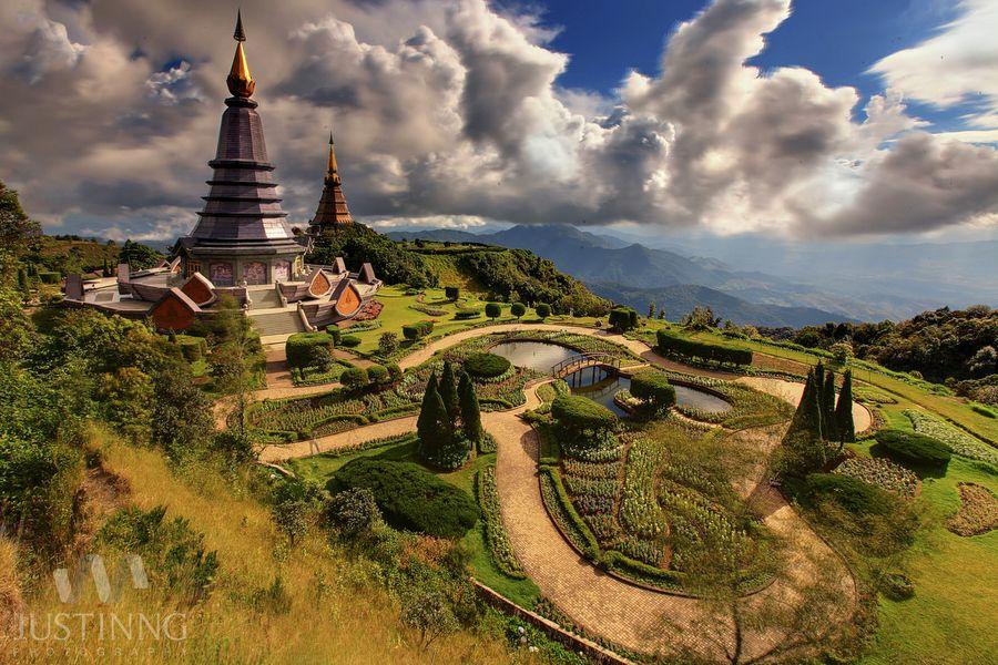 The Great Holy Relics Pagoda of Nobhamethanidol-Nabhapolbhumisiri  by Justin Ng, via 500px