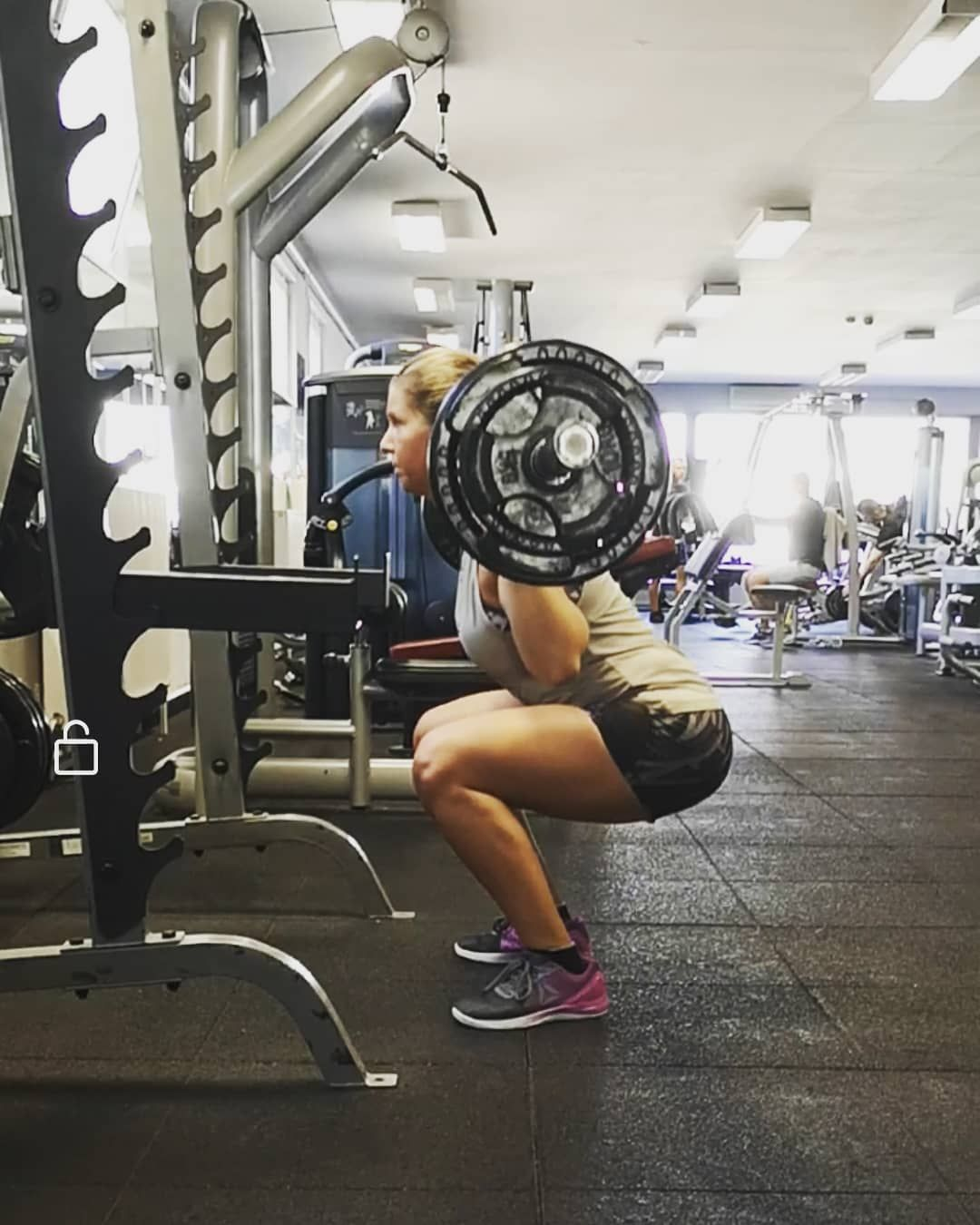 #leg #squat #backsquats #fittness #fitness #fitgirl #motivation #gymgi...