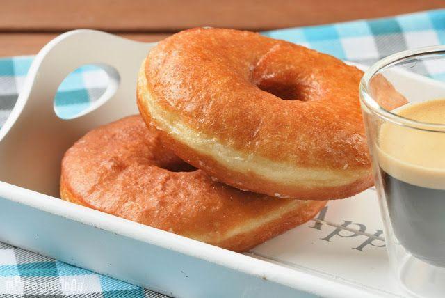 Estos son los donuts que prepara mi marido desde hace años….ideales para darse un capricho de los grandes…no busqueis más recetas, esta es la definitiva… Ingredientes (12 unid.): 450 grs. harina 90 ml. agua templada 140 ml. leche 15 grs. … Sigue leyendo →