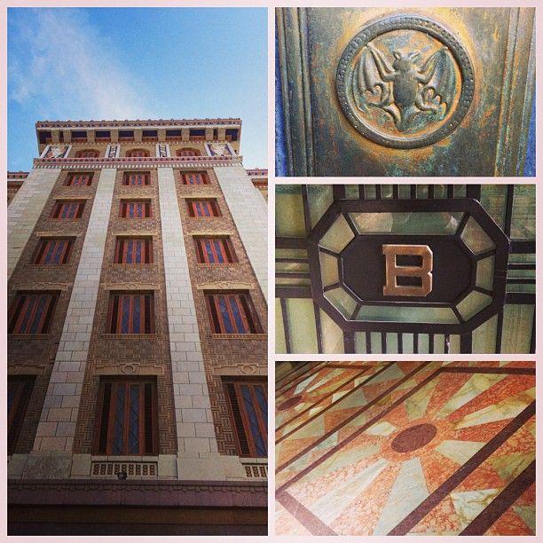 #pictureframesfree #habana #viajealplacer #moments #nostalgia #habanavieja #instagram #cuba #architecture #legado #nostalgicmood #bacardibuilding #details