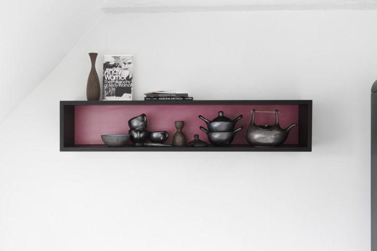 Modul køkken udført i sort mdf med topplade i sort kompakt laminat ...