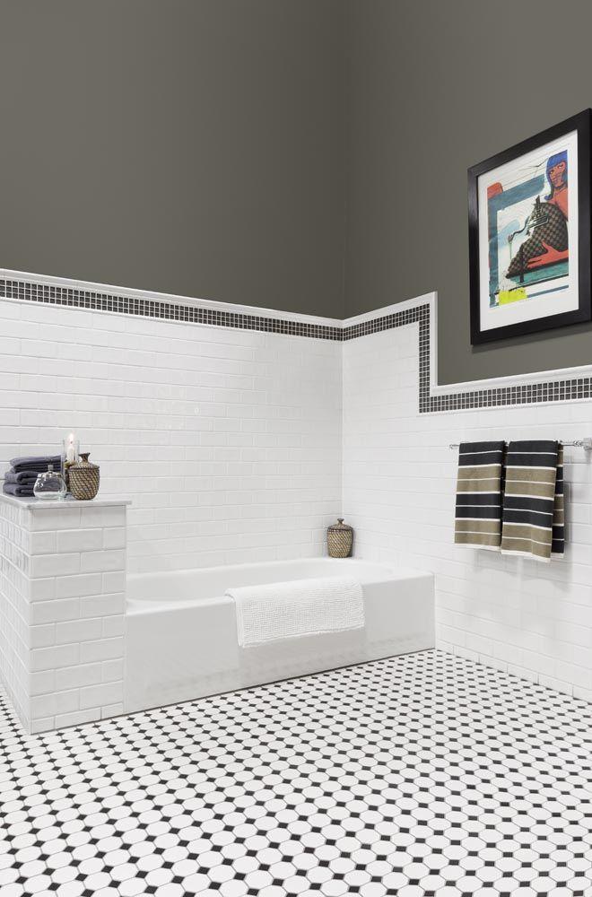 la c ramique octogonale noire et blanche du plancher ainsi que la tuile m tro au mur nous. Black Bedroom Furniture Sets. Home Design Ideas