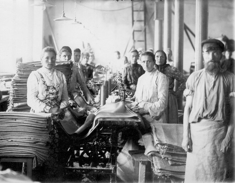 Factory Workers Of 1905 Kulotino 1905 Fiddler On The