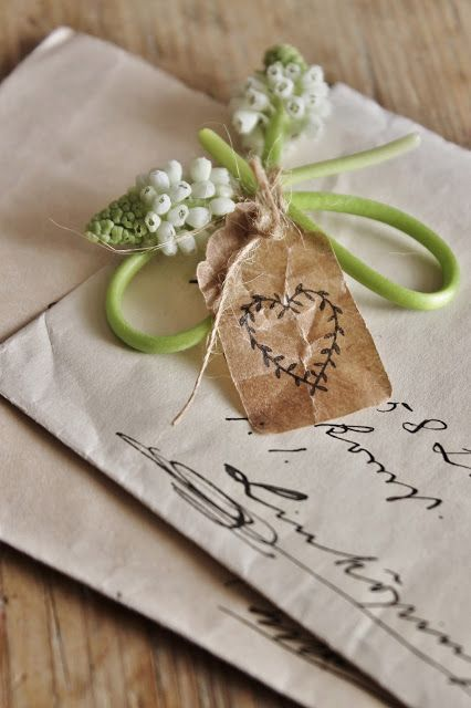 Love this simple and natural embellishment.#gift wrapping