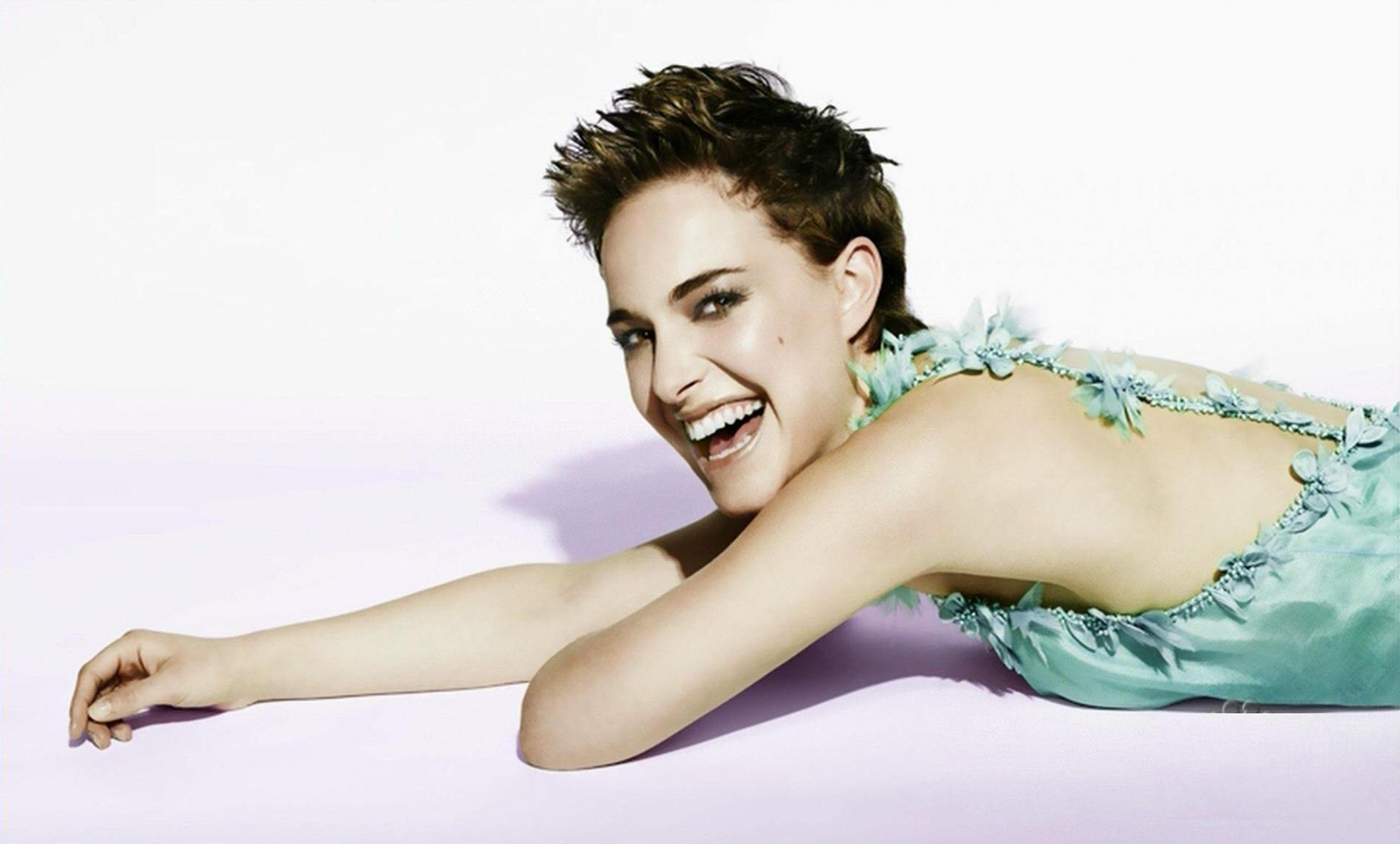 Natalie Portman   SNL Portraits by Photographer Mary Ellen Matthews #NBC #SNL