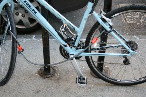 How To Lock Up Your Bicycle On Nyc Streets Bicycle Bike Lock