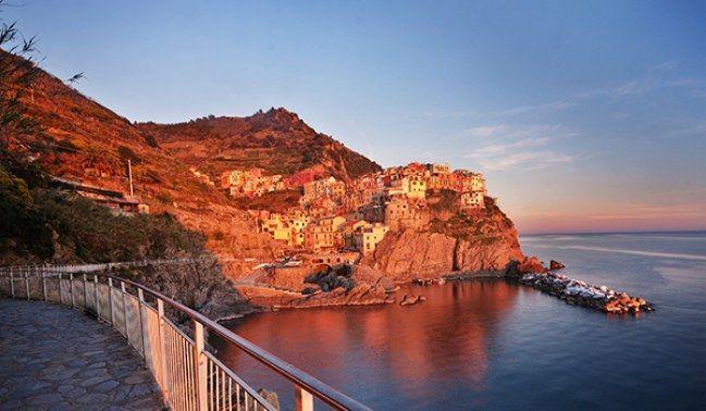 Manarola Village em Cinque Terre, Itália