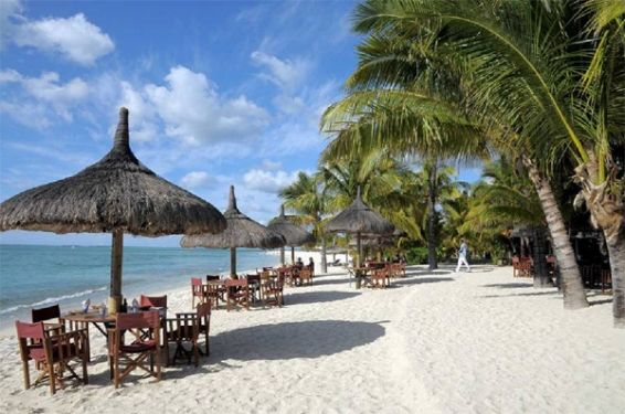 Le Morne plage sets up for summer - Dinarobin Hotel Golf & Spa - Mauritius