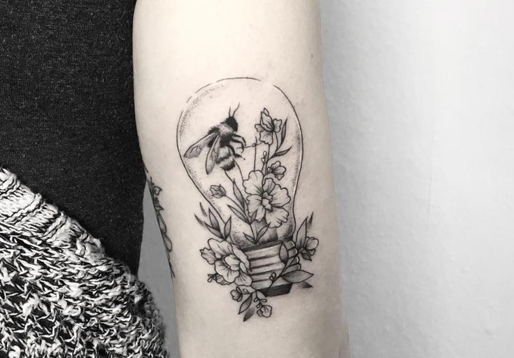 Small Acid Tattoo: Bumble Bee Flower Tattoo In 2020
