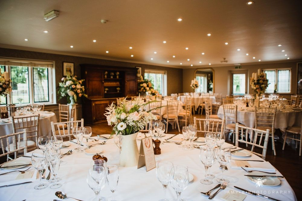 The Slaughters Country Inn Wedding Venue Hitched Co Uk Country Inn Wedding Venues Wedding Deco