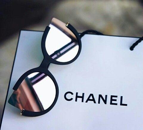 8ee28fcc68125 Pin de Natasha Gais em Looks   Pinterest   Óculos, Óculos de sol e ...