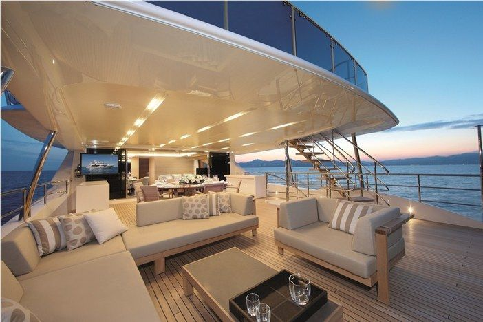 1 History Supreme Worth A Staggering 4 8 Billion The History Supreme Is Undoubtedly The Most Expen Luxury Yacht Interior Luxury Yachts Yacht Interior Design