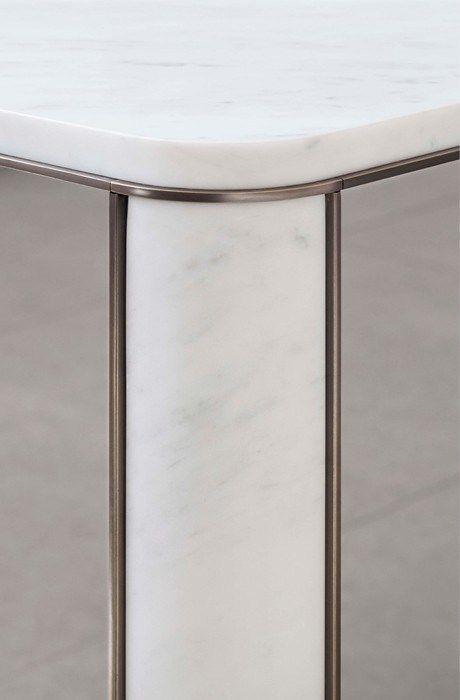 Acciaio brunito marmo di carrara il tavolo gregorio di for Mobili di design a basso costo