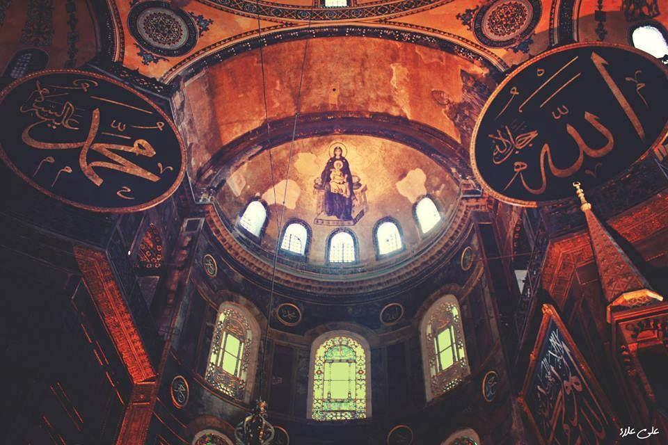 آيا صوفيا بمدينة إسطنبول تركيا كانت كنيسة ثم تحولت إلى جامع بأمر من السلطان محمد الفاتح بعد دخول الإسلام لل Places To Visit Empire State Building Empire State