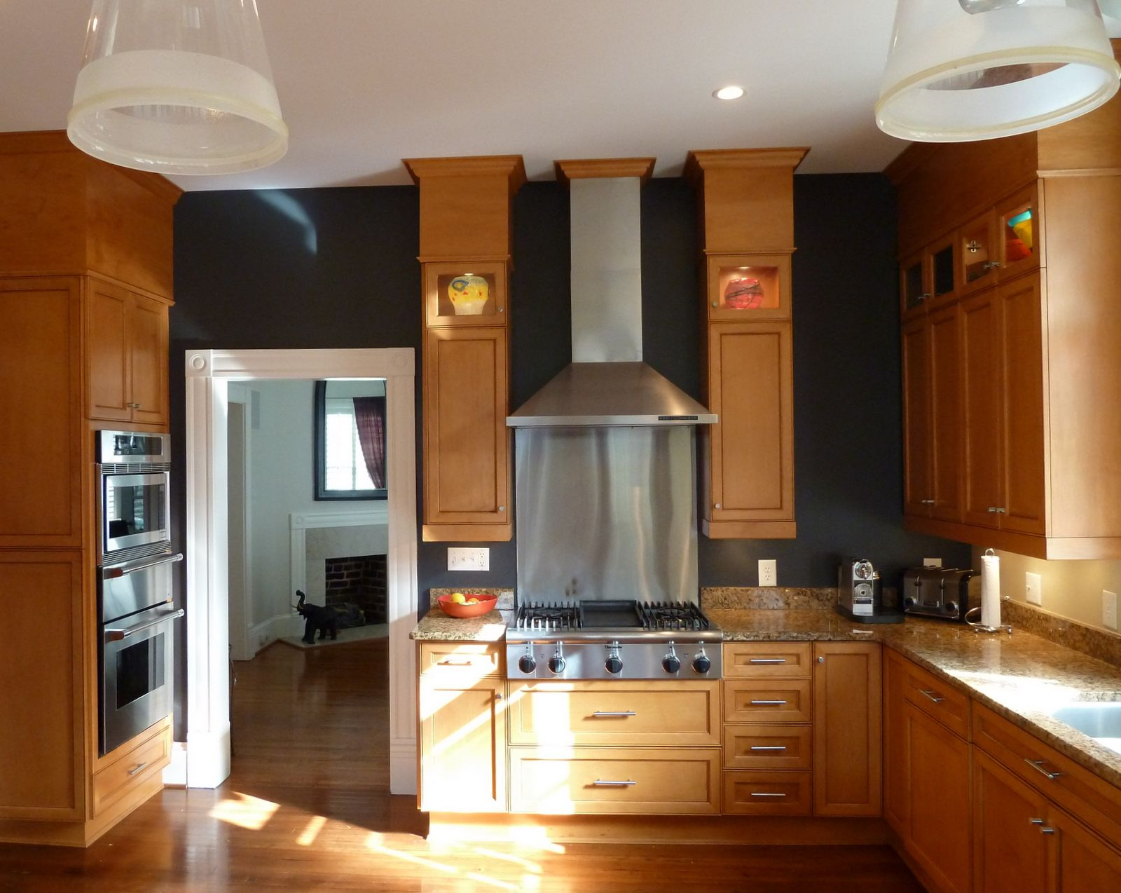 Black Walls In The Kitchen With Oak Cabinets Needs A Lot Of Light