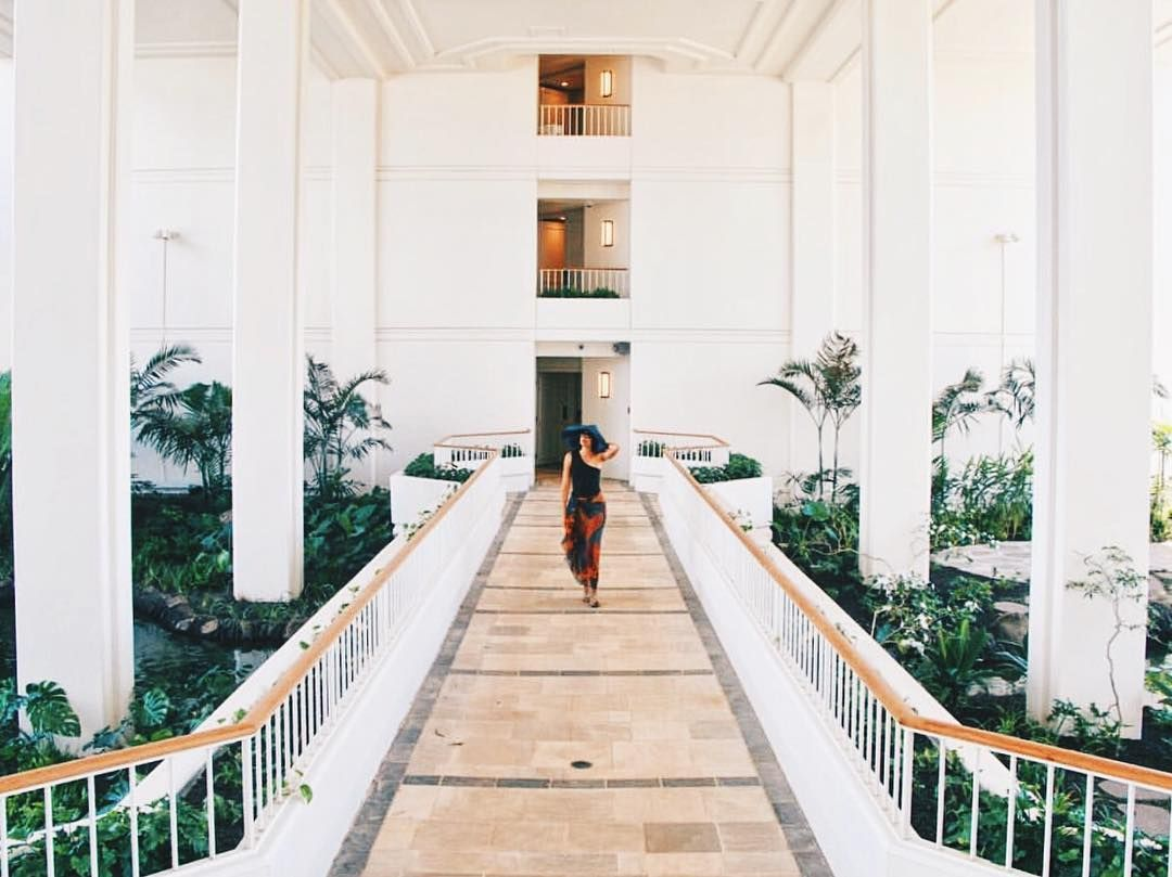 """Mahalo to the lovely @joanacronica of @hayomagazine for this post! Like a beautiful statue...Can we keep you? """"The @fsoahu has just opened its doors. The immaculate spaces and bright walls make for perfect photo ops. If you're looking for a place where the magic of the island the friendliness of the people and the comfort for a perfect vacation come together this is your place - PS: And the bed you guys it's like a return to the womb. #visitoahu"""" : @hayomagazine"""