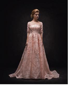 Wear an elegant & stylish Bridal Gown on your Wedding by Beljour in Dubai. #weddingchamps #beljour #dress #bridalgown #weddinggown #bridesmaiddress #bridesmaidgown #bridetobe #wedding #dubai #uae🇦🇪 #london
