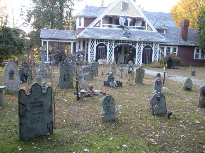 Yard Haunt Halloween Decorating Ideas  Scare Tactics (indoors and - halloween decorations ideas yard
